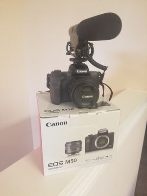3 Piece Bundle: Canon EOS M50, TAKSTAR microphone + 64GB SD Card for Sale in Starkville, MS