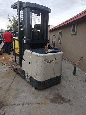 Crown Electric Order Picker for Sale in Phoenix, AZ