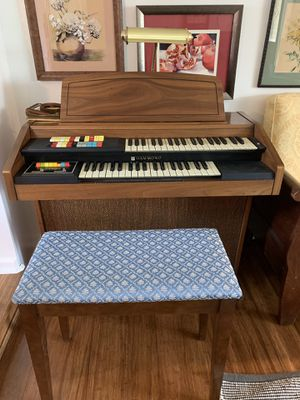 Hammond organ and bench for Sale in Fort Wayne, IN