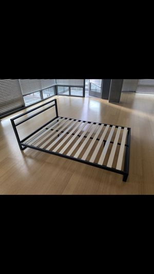 Barely used Queen Modern Metal Platform Bed Frame for Sale in Los Angeles, CA