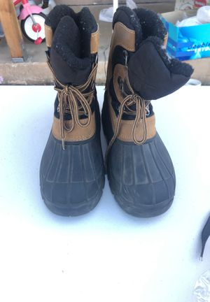 Kids snow boots. Size 4 for Sale in Whittier, CA