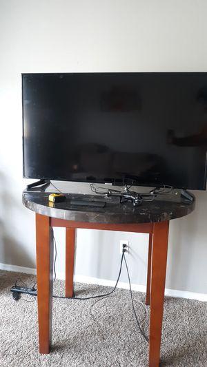 50 inch Samsung Smart TV & Viso 36 inch for Sale in Grand Terrace, CA