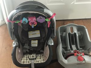 Car seat/base ( like new) for Sale in Ridgefield, WA