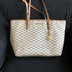 Michael Kors Large Carry All Jet-Set Tote for Sale in Wilmington Manor, DE