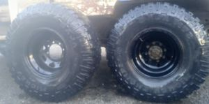 "8 lug ford 15"" Black legand Rims on Mickey Thompson BAJA MTZ tires. 75-80% tread. for Sale in Fowler, CA"