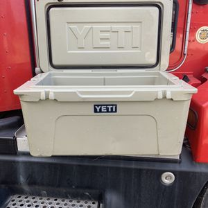 Yeti 65 Tundra Cooler for Sale in Baytown, TX