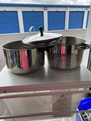 Large pot/ Strainer with lid/top (3 pieces) for Sale in Lutz, FL