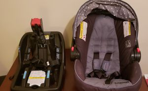 Graco snugride car seat with 2 click connector for Sale in Chelsea, MA
