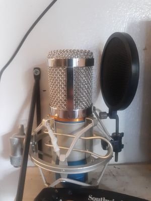 USB condenser microphone with pop filter and wire for Sale in Middlebury, CT