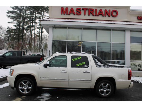 2011 Chevrolet Avalanche 4WD CREW CAB LTZ LOW MILES ALL THE OPTIONS !!