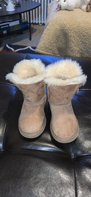 Children ugg boots fairly new for Sale in Bayonne, NJ