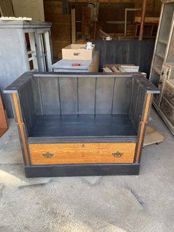Dresser Bench for Sale in Moscow,  IA