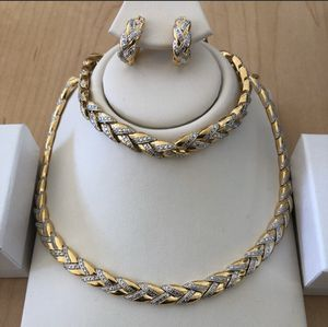 DIAMOND, Necklace, bracelet and earrings set. for Sale in West Chicago, IL