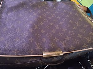 Louis Vuitton Mens Messenger Bag for Sale in Horn Lake, MS