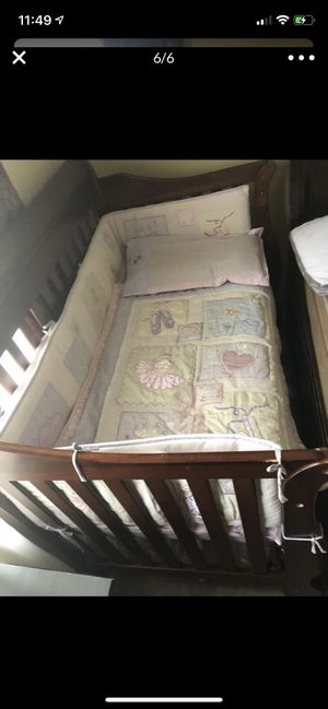 Baby crib NEED GONE ASAP for Sale in Chicago Ridge, IL