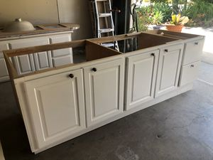 Kitchen / bathroom cabinet for Sale in Lake Elsinore, CA