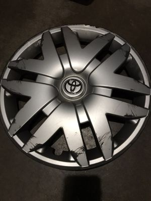 Toyota Sienna r16 rims hubcaps for Sale in Buffalo Grove, IL