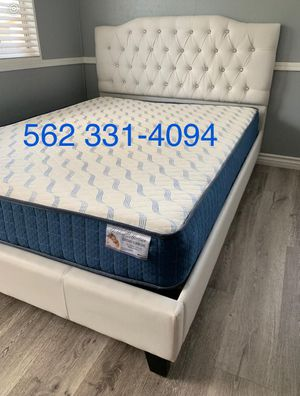 Queen white button tufted bed w. Supreme orthopedic mattress included for Sale in Fresno, CA