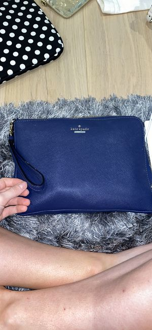 Kate spade charging purse with charger for Sale in Grapevine, TX