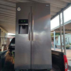 Frigidaire Refrigerator Stainless Steel for Sale in Fullerton, CA