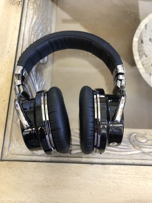 Cowin Bluetooth Headphones with Case bag for Sale in San Diego, CA