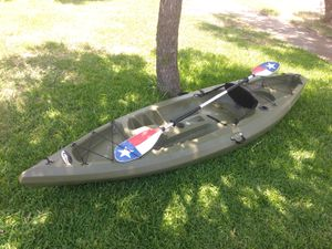 Future Beach Discovery 124F Angler Fishing Kayak w/ Paddle for Sale in Garland, TX
