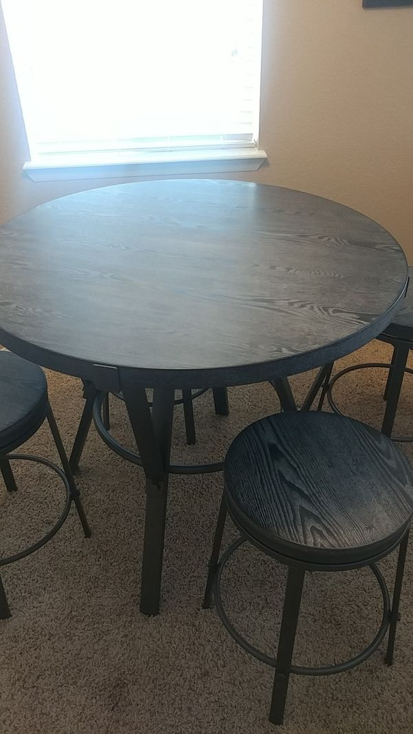 High Round Dinner Table