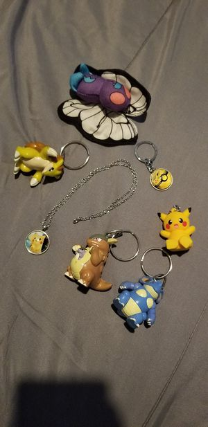 5 pokemon key chains, 1 necklace, I plushy for Sale in Pomona, CA