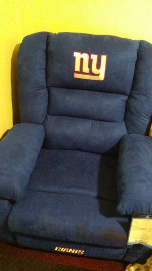 Very nice new york Giants new recliner for Sale in Jamestown, NY