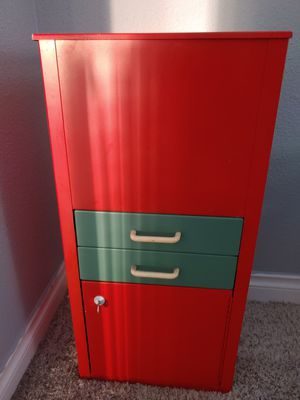 File cabinet w/safe in the bottom for Sale in Lacey, WA