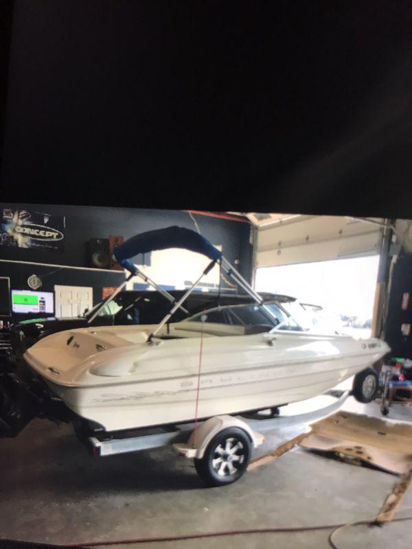 Boat 1999 Bay liner really clean boat Garage kept