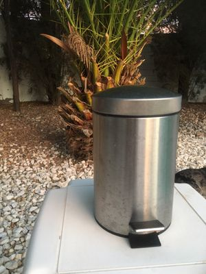 Trash can ...$10 for Sale in Las Vegas, NV
