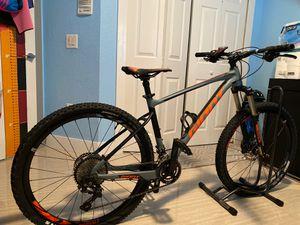 Giant faith 2 - mountain bike for Sale in Miami, FL