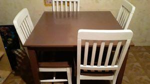 Vendo este comedor de 4 sillas de pura madera en $180 está muy buena for Sale in South Gate, CA
