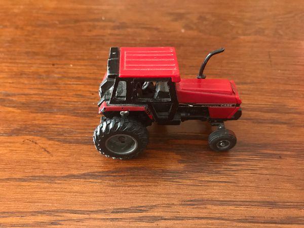 Case International Farm Tractor /International 6 Bottom Plow 1/64 scale