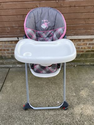 Baby girls high chair and walker for Sale in Skokie, IL