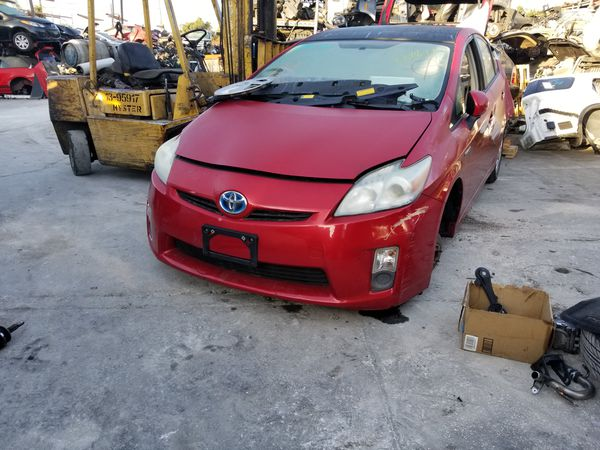 Parting out 2011 Toyota prius hybrid 81k