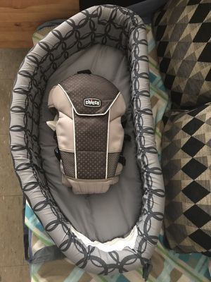 Baby bassinet and infant carrier for Sale in New York, NY