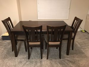Beautiful Dining Room Set / seats 6 with Bench. Cool look. Excellent Condition 3 year's old for Sale in Fresno, CA