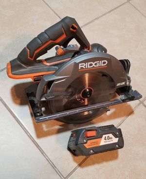 $80 RIDGID CIRCULAR SAW CON BAYERIA 18V BUEN ESTADO (NO CARGADOR) for Sale in Las Vegas, NV