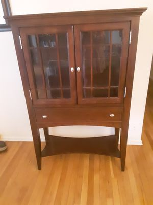 Display cabinet with glass shelf and light for Sale in Olney, MD