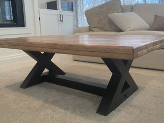 Brown Coffee Table With Black Base for Sale in Saratoga Springs,  UT