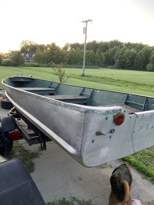 Aluminum fishing boat with trailer for Sale in Memphis, MI