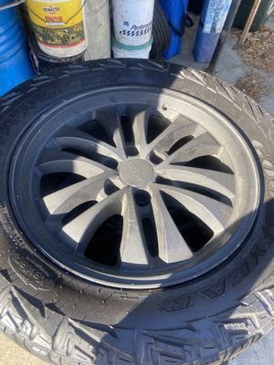 20 inch 6 lug for chevy wit 33's tires are at 40% life for Sale in Santa Ana, CA