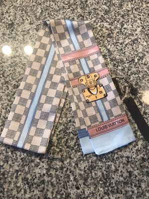 Louis Vuitton Bandeau, twill, scarf. Classic check pattern. 100% silk. for Sale in Port St. Lucie, FL