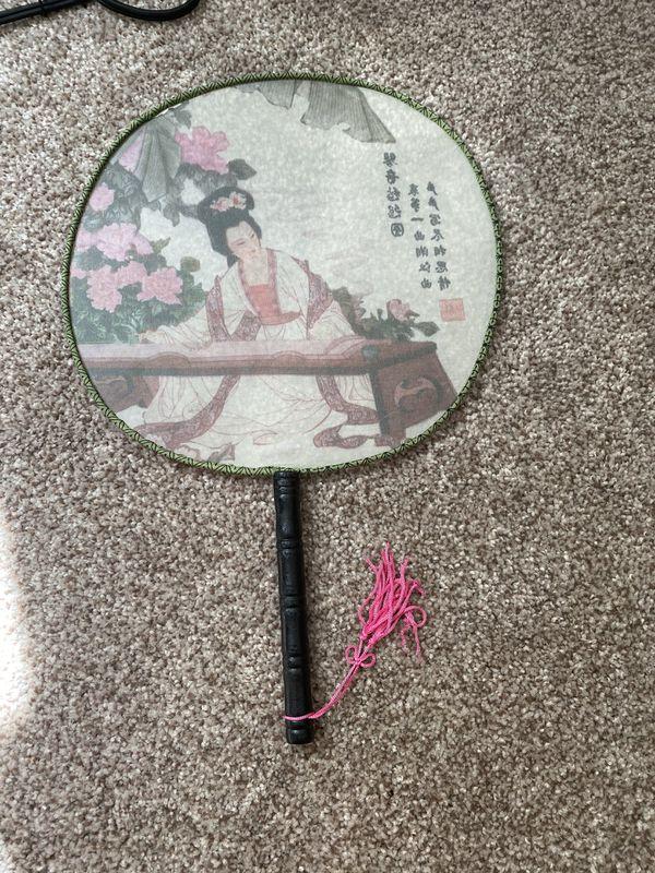 Circular silk beauty fan