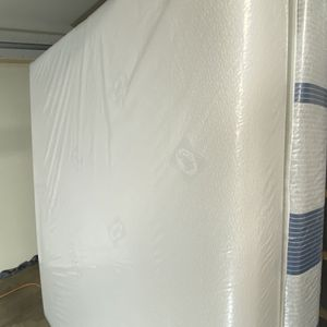 King Mattress 🟧 SEALY Memory Foam Comfort Series 🟧 Like New $120 Extra For Box Springs Available For Delivery Extra Charge for Sale in Kent, WA
