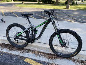 Giant glory mountain bike for Sale in Buffalo Grove, IL