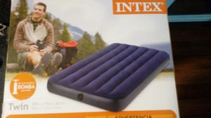 Intex Twin Air Mattress and Air Pump like new for Sale in Las Vegas, NV