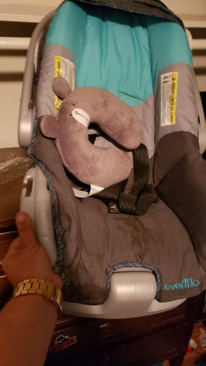Infant car seat for Sale in Alpine, CA